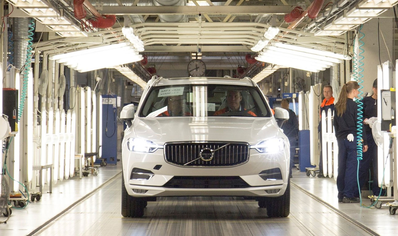 The first new Volvo XC60 rolls off the production line in Torslanda, Sweden