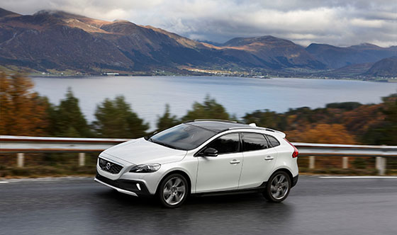 Volvo Cars introduces All Wheel Drive powertrain upgrade for V40 Cross Country