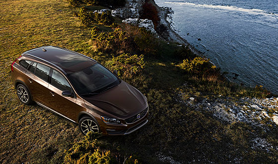Volvo Cars reveals new V60 Cross Country (video)