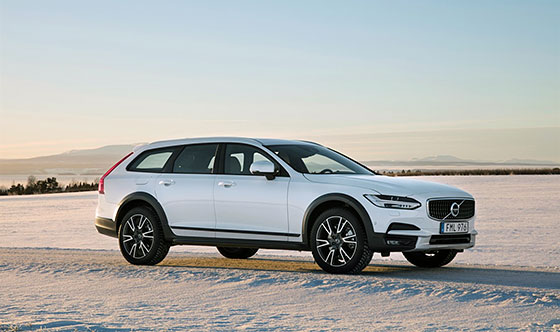 Volvo Brings New Wagon, Ultra-Lux SUV to Chicago