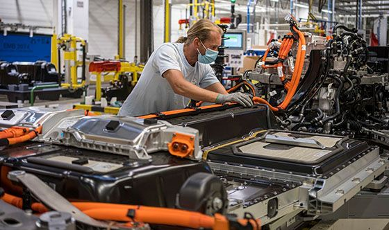Volvo Cars to triple electric production capacity